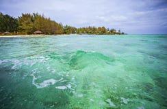 Hoga海岛, Wakatobi,印度尼西亚海景视图  免版税库存图片