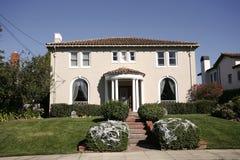 Hogar clásico en la península de California al sur de San Francisco fotos de archivo