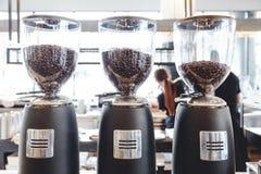Hogar de Bean Grinding Machine Coffee Mill de la amoladora de café y máquina de negocio eléctricos imagen de archivo