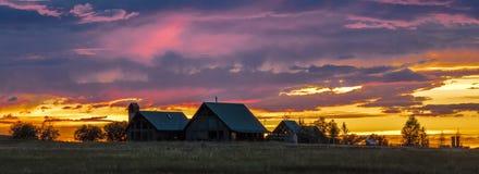 Hogar de Blanchards en la puesta del sol en San Juan Mountains, Mesa de Hastings, cerca de Ridgway y del telururo Ambiente, paisa imagen de archivo libre de regalías