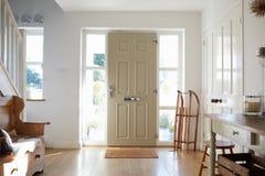 Hogar de Front Door Of Contemporary Family Imagen de archivo