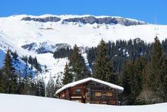 Hogar de la montaña en invierno Fotografía de archivo