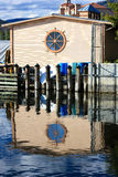Hogar de la orilla del agua Imagenes de archivo
