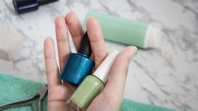 Hogar del cuidado de piel de la mano, manicura, salón del balneario, belleza, moda, para las mujeres, esmalte de uñas imagen de archivo