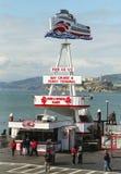Hogar del embarcadero 43 de la flota roja y blanca en el muelle del pescador en San Francisco Fotos de archivo libres de regalías