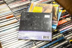 Hogar 2008 del viaje seguro del ?lbum del CD de Dido en la exhibici?n en venta, el cantante y el compositor ingleses famosos imágenes de archivo libres de regalías
