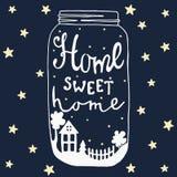 Hogar dulce casero del tarro Casa, yarda, árbol, estrellas, cerca, arbusto Foto de archivo