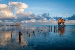Hogar en el océano en el ámbar gris Caye imagen de archivo libre de regalías