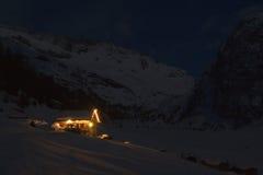 Hogar en la nieve Foto de archivo libre de regalías