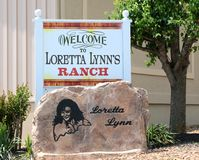 Hogar en molinos del huracán, Tennessee Welcome Sign del rancho de Loretta Lynn imágenes de archivo libres de regalías
