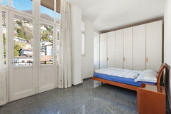 Hogar interior, dormitorio fotografía de archivo libre de regalías