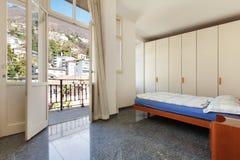 Hogar interior, dormitorio imagen de archivo
