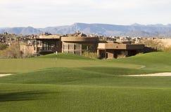Hogar moderno único en el campo de golf exclusivo del desierto Imagen de archivo libre de regalías