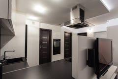Hogar nublado - espejo del cuarto de baño Imagen de archivo libre de regalías