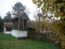 hogar rural, casa rural y jardín, idilio rural Imagen de archivo libre de regalías