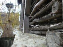 hogar rural, casa rural y jardín, idilio rural Foto de archivo
