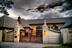 Hogar y puerta americanos de la mansión en HDR Foto de archivo libre de regalías