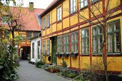Hogares amarillos daneses, Helsingor foto de archivo libre de regalías