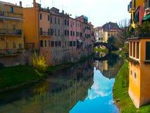 Hogares de Girona España en el borde de los ríos Foto de archivo libre de regalías