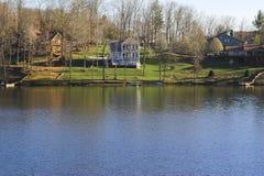 Hogares del lago fotos de archivo