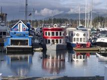 Hogares flotantes en el puerto Vancouver del carbón Imagenes de archivo