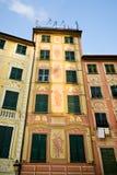 Hogares italianos majestuosos con las antenas de Telvision Foto de archivo