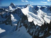 Hoge alpen die door Matterhorn worden beslist Stock Afbeelding