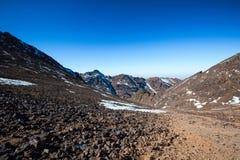 Hoge Atlasbergen Lopende wandelingssleep Stock Foto