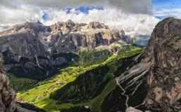 Hoge Badia Valley in Dolomiet stock fotografie