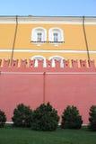 Hoge bakstenen muur van het Kremlin. Rusland, Moskou. Royalty-vrije Stock Afbeelding