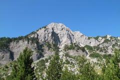 Hoge berg in Noord-Albanië Stock Fotografie