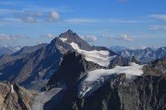 Hoge berg Sustenhorn en gletsjer Stock Afbeeldingen