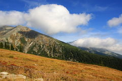 Hoge bergen Tatras en schaduwen van de hemel Stock Afbeelding