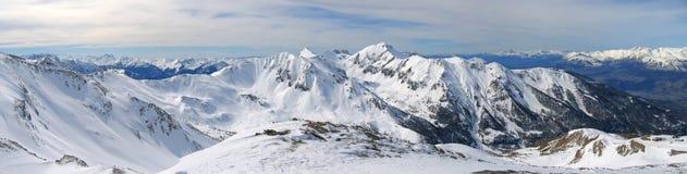 Hoge bergketen met sneeuw Royalty-vrije Stock Foto's
