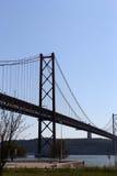 Hoge brug in het centrum van Lissabon Stock Foto's