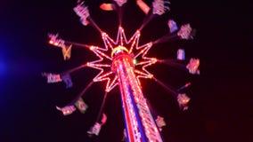 Hoge carrousel in 's nachts beweging video stock footage