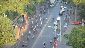 Hoge cityscape van de hoekmening en verkeersweg stock video