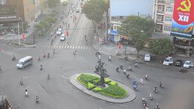 Hoge cityscape van de hoekmening en verkeersweg stock footage