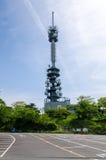 Hoge communicatie mast met radar Royalty-vrije Stock Fotografie