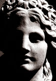 Hoge contrastfoto van een Grieks beeldhouwwerk Stock Foto's