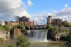Hoge Dalingen en stadshorizon Rochester, New York Royalty-vrije Stock Afbeelding