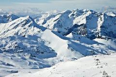 Hoge de winter sneeuwbergen Stock Afbeeldingen