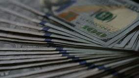 Hoge definitiefilm van ventilator uit stapel Verenigde Staten van Amerika USD 100 Nota's van Honderd Dollarsfederal reserve stock footage