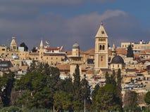 Hoge gebouwen en kapels, koepels van van het Oost- moskees Arabisch kwart Jeruzalem, Israël Stock Foto