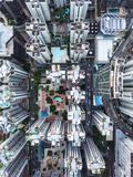 Hoge gebouwen van hierboven in Hong Kong stock afbeelding