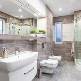 Hoge het beige polijst badkamers royalty-vrije stock foto