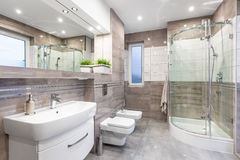Hoge het beige polijst badkamersidee stock foto's