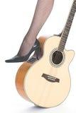 Hoge hielen en gitaar Stock Afbeeldingen