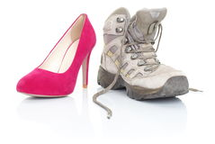 Hoge hielen en wandelingsschoenen op wit Royalty-vrije Stock Afbeelding