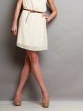 Hoge hielenschoenen op sexy vrouwelijke benen royalty-vrije stock foto's